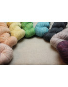 Naturally dyed wool yarn